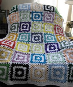 Box stitch squares, lots of potential with color & joining techniques.  Free pattern from Doris Turner.   #crochet #afghan