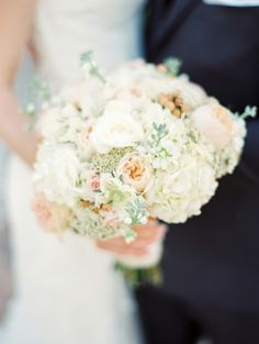Ivory and Peach Bouquet | photography by http://rachel-solomon.com