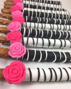 Kate Spade inspired wafer cookies are for a bridal shower! Wedding Day Cake Bridal Shower For 2019 Thank you for having me Shared by SPCN. Salty and sweet ❤️. Kate Spade Party, Kate Spade Bridal, Kate Spade Cakes, 40th Birthday Parties, Mom Birthday, Birthday Ideas, Pink Graduation Party, Cake Birthday, Bridal Showers