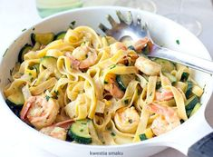 Pasta with shrimps and zucchini in a creamy saffron sauce - Obiad - Makaron Cooking Recipes, Healthy Recipes, Shrimp Pasta, Tortellini, Zucchini, Seafood, Spaghetti, Food And Drink, Meals