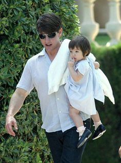 fav pics of Tom Suri Cruise Katie Holmes, Cute Celebrities, Celebs, Toms Shoes Outlet, Cruise Outfits, Family Cruise, Celebrity Kids, Tom S, Toddler Hair