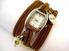 Eine neue außergewöhnliche Uhr aus der Villa Sorgenfrei:  Silberfarbene schöne klassische Uhr mit kleinem Anhänger WISH und massiver (geht nicht ka...