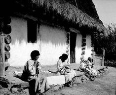 Fotografii vechi din Oaş şi Maramureş realizate de Ioniţă Andron - Pagini maramureşene Old Photos, Tourism, Folk, Europe, Costumes, Traditional, Country, Artwork, Photography