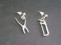 boucles d'oreilles outils scie et pince en métal  de Jewelry fimo sur DaWanda.com