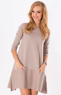 Makadamia M124 sukienka cappucino Dresowa sukienka o sportowym fasonie