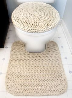 This pattern was requested by a Crochet Spot reader! Crochet a matching toilet seat cover and contour rug. Choose a yarn that is machine washable so that you can easily toss them in the washing machin
