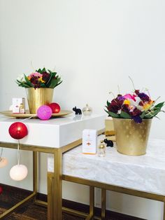 Beautiful flowers! and DIY golden flower pots and coffee table with a marble sticker! whoa! A&A at HoMe - Blogi | Lily.fi