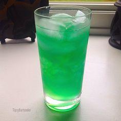 NUCLEAR LEMONADE 1/2 oz. (15ml) Vodka 1/2 oz. (15ml) Gin 1/2 oz. (15ml) Rum 1/2 oz. (15ml) Tequila 1/2 oz. (15ml) Blue Curacao 2 oz. (60ml) Sweet & Sour Top with 1/2 oz. (15ml) midori