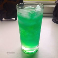 NUCLEAR LEMONADE 1/2 oz. (15ml) Vodka 1/2 oz. (15ml) Gin 1/2 oz. (15ml) Rum 1/2 oz. (15ml) Tequila 1/2 oz. (15ml) Blue Curacao 2 oz. (60ml) Sweet & Sour Top with 1/2 oz. (15ml) midori