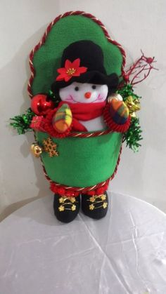 Muñecos De Navidad Adornos - Bs. 30.000,00 Christmas Holidays, Christmas Crafts, Merry Christmas, Xmas, Christmas Ornaments, Christmas Centerpieces, Christmas Decorations, Holiday Decor, Crafts To Sell