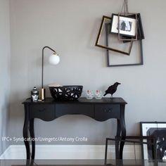 Eine individuelle Bilderrahmen-Dekoration im Vintage-Stil lässt sich auch selber machen, indem man mehrere Bilderrahmen in verschiedenen Größen aufhängt und…
