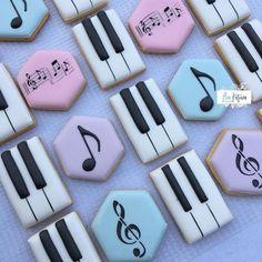 "Anne-Marie Scherman on Instagram: ""Cookies for a music lover and retiring teacher. . . #pianocookies #notecookies #pianokeycookies #anakatjanacookies #trebleclef"""