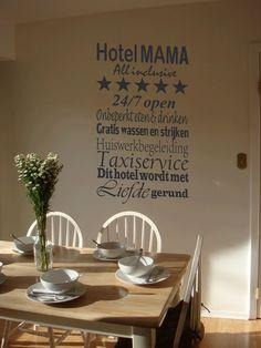 Een leuke muursticker voor mama's. Staat leuk in de keuken, de woonkamer en de hal.
