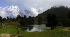 Closeby Ukhimath is Deoriya Tal, a picturesque mountain lake surrounded by forests of oak and chir pine. A heart-stopping view of the four-pronged peak, Chaukhamba, is reflected in the placid waters of the lake. To get to the lake, which occupies a small plateau at about 8,000 feet, trekkers must walk a 2-km uphill trail from Sari.