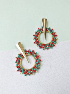ARETES TURQUESA Y ROJO Beaded Earrings, Earrings Handmade, Beaded Jewelry, Brick Stitch Earrings, Imitation Jewelry, Beading Projects, Peyote Stitch, Diy Necklace, Beading Patterns