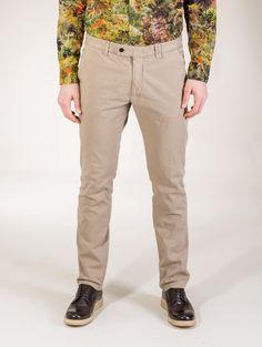 Mauro Grifoni Chinos $248.90 Khaki Pants, Men's Pants, Men Trousers, Nice Dresses, Burberry, Jeans, Shopping, Style, Fashion