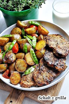 Najlepszy schab z grilla. Soczyste mięso, smażone ziemniaki i cukrowy groszek co więcej potrzeba… Przygotujcie w ten sposób wieprzowy schab z grilla – danie proste, smaczne i nie potrzebujące wymyślnej techniki. W czym tkwi sekret tego mięsa? To doskonała marynata. … Czytaj dalej → Bbq Grill, Grilling, Tasty, Yummy Food, Yummy Recipes, Kielbasa, Kung Pao Chicken, Finger Foods, Picnic