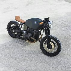 "Alfio Pappalardo op Instagram: ""a little german devil with an Italian heart. @thebikemaker #bmw #R80r #scrambler #special #coolmotorcycles #vintage #bmwclassic #bmwmotorrad #caferacer #caferacerxxx #custom #garage #bratstyle #vintagemotorcycles #ironandair #vsco #streetstyle #riders #oldschool #seaside #msom #funbike #cool #mensstyle #bmwcaferacer #bikeexif #vintagebmw #bobber. #thegoldblackmagazine"""
