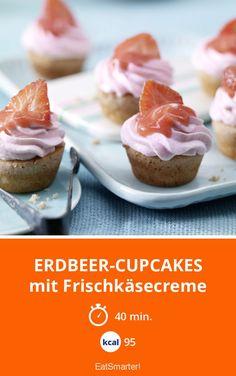 Erdbeer-Cupcakes - mit Frischkäsecreme - smarter - Kalorien: 95 Kcal - Zeit: 40 Min. | eatsmarter.de