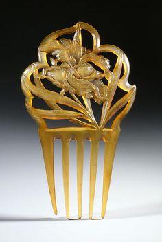 Art Nouveau horn comb, wisteria motif
