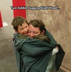 Taking pictures with kids dressed as hobbits! 10 Reasons Elijah Wood Takes The Best Fan Photos Elijah Wood, Thranduil, Legolas, Best Fan, Jrr Tolkien, Middle Earth, Lord Of The Rings, The Hobbit, Hobbit Art