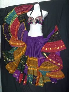 Gypsy skirt very colorful, love it! Tribal Fusion, Tribal Mode, Tribal Style, Dance Outfits, Dance Dresses, Tribal Skirts, Boho Skirts, Gypsy Girls, Goth Girls