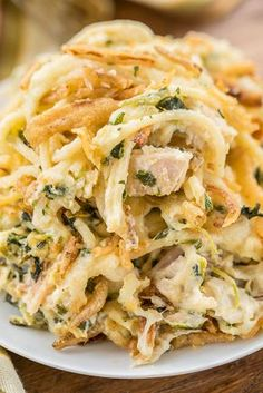 Monterey Chicken Spaghetti Casserole - my whole family went crazy over this easy chicken casserole!! Even our super picky eaters! Chicken, spaghetti, sour cream, cream of chicken, spinach, Monterey Jack Cheese, and french fried onions. Makes a great freezer meal! This is the most requested dinner in our house. #casserole #chickendinner #chickencasserole Green Chili Chicken Casserole, Casseroles With Chicken, Easy Chicken Casserole, Chicken Cassarole, Casseroles Healthy, Dinner Casserole Recipes, Casserole Dishes, Casserole Ideas, Dinner Recipes
