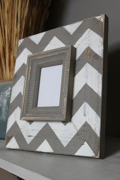 Mod Chevron Distressed Wood Picture Frame Black and White, Featured on The Nate Berkus Show in May Wood Picture Frames, Picture On Wood, Crafts To Make, Arts And Crafts, Diy Crafts, Chevron Patterns, How To Distress Wood, Nate Berkus, Diy Home Decor