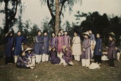 Huế 1931    A class of students pose for National Geographic Magazine 1931 - © W. Robert Moore/National Geographic Society