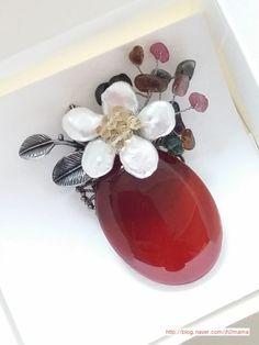 살랑살랑 가벼운 바람이 코끝을 간지르는 4월의 어느날.**보건소에서 수업한 원석 브로치.갱년기 여성을 대... Beaded Brooch, Brooch Pin, Beaded Jewelry, Jewerly, Projects To Try, Ceramics, Beads, Bracelets, Necklaces