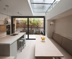 15 Classy Kitchen Extension Ideas You Can Steal To Suit Yourself Kitchen Diner Extension, Open Plan Kitchen, Kitchen Living, New Kitchen, Minimal Kitchen, Kitchen Island, Kitchen Interior, Kitchen Decor, Side Return Extension