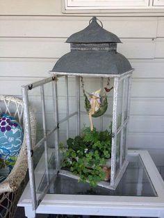 Декоративный «светильник» с мини-садом внутри – отличное решение для дизайнерских решений.