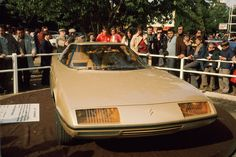 Concept Cars hebben gewoonlijk een korte carrière. Op de beurzen van Parijs, Genève en Frankfurt verkondigen ze nog optimistisch de automode van de toekomst, waarna ze veelal van het toneel verdwijnen. Maar wat hebben ze achteraf gezien betekend? In deze serie halen we historische studiemodellen opnieuw voor het voetlicht.