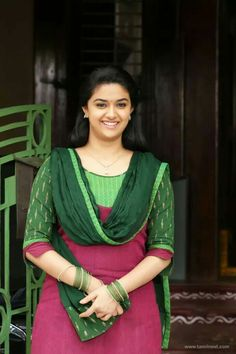 Indien Movie's Actress Keerthi Suresh Biography and Lifestyle Beauty Full Girl, Beauty Women, Real Beauty, Asian Beauty, Beautiful Saree, Beautiful Dresses, Beautiful Women, Indian Bridal Sarees, Girl Sday