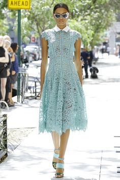 Rose Spring 2017 Ready-to-Wear Fashion Show See the complete Lela Rose Spring 2017 Ready-to-Wear collection.See the complete Lela Rose Spring 2017 Ready-to-Wear collection. Fashion Week, Fashion 2017, Look Fashion, Runway Fashion, Spring Fashion, Fashion Show, Fashion Dresses, Lela Rose, Lace Dress