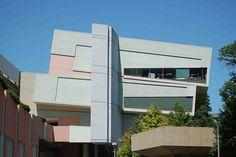 Aronoff Center for Art and Design, University of Cincinnati - Cincinnati, Ohio;  designed by Peter Eisenman (1996);  photo by Darko GLAZER, via Flickr