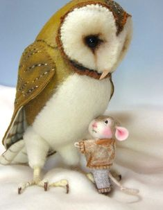 Tutorial Needle Felted Animal Dressed Mouse & Bunny Class Needle Felting / Create a Bunny and Mouse (Kit Available and sold separately) Felt Crafts, Fabric Crafts, Needle Felted Owl, Needle Felting Tutorials, Felt Mouse, Wet Felting, Felt Art, Felt Animals, Textile Art
