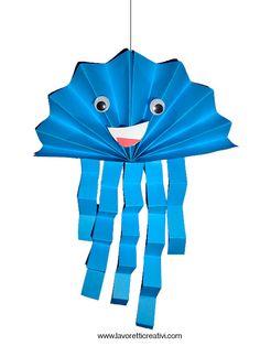 Medusa a fisarmonica da realizzare con fogli di carta colorata. ADDOBBI A TEMA MARE Lavoretti con la carta 2 fogli A4 di colore azzurro cartoncini colorati