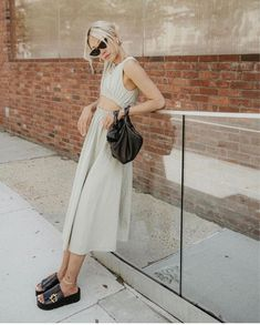 Shoes to wear with skirts: midi skirt with chunky black sandals Slip Skirts, Work Skirts, Midi Length Skirts, Midi Skirt, Open Dress, Embellished Sandals, Pull On Boots, French Girls, Dress Backs