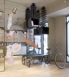 "ice cream parlor | "" rocambolesc gelateria"" | by  sandra tarruella interioristas."