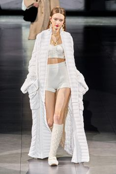 Dolce&Gabbana via Vogue.com 2020 Fashion Trends, Fashion 2020, Runway Fashion, Spring Fashion, Winter Fashion, Milan Fashion, High Fashion, Womens Fashion, Dolce & Gabbana