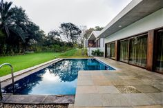 Gorgeous Single Floor House With Concrete Finishes by Modo Designs