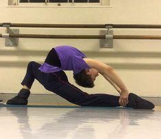 Male Ballet Dancers, Ballet Boys, Male Pose Reference, Figure Poses, Male Poses, Male Figure, Acro, Dance Videos, Nylon Stockings