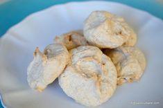 Bezele cu nuca - fursecuri. Prajiturele foarte fine din bezea si nuca, se topesc efectiv in gura. Nu contin faina (sunt fara gluten ). Aceste bezele cu nuca