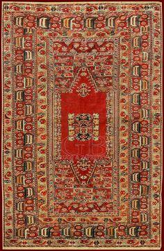 Stupendo esemplare dei famosi tappeti di Ghiordes della seconda metà del'800 dal disegnonitido e regolare che presenta un campo speculare perfettamente simmetrico e la tipica ampia bordura . Originario di Ghiordes il nodo omonimo, detto anche nodo turco, usato intutta l'Anatolia, in Caucaso, Persia e Afganistan