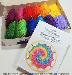 Receita para fazer a Mandala Espiral com 12 cores    O kit é composto por:  1 receita em papel, completa, com lista de material, receita detalhada e gráfico.  12 cores de lãs na quantidade necessária para executar APENAS uma peça.    ATENÇÃO: não acompanha o bambolê    Você também pode adquirir a...