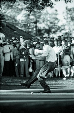 Golf Tips For Beginners Arnold Palmer celebrating after winning the 1960 U. Open Golf at Cherry Hills Country Club in Englewood, Colo. Golf Attire, Golf Outfit, Golf Handicap, Classic Golf, Best Golf Clubs, Golf Practice, Vintage Golf, Vintage Ladies, Golf Tips For Beginners