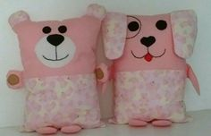 Naninhas urso e cachorro. Sewing Toys, Baby Sewing, Sewing For Kids, Sock Dolls, Fabric Toys, Crochet Baby Shoes, Sewing Pillows, Kids Pillows, Toy Craft
