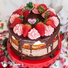 Tuxedo Cake (video) Amazing Strawberry Tuxedo Cake with no-bake cheesecake layers!Amazing Strawberry Tuxedo Cake with no-bake cheesecake layers! Frosting Recipes, Dessert Recipes, Appetizer Recipes, Strawberry Cake Recipes, Cake Recipes With Fruit On Top, Strawberry Birthday Cake, Strawberry Cream Cakes, Chocolate And Vanilla Cake, Chocolate Strawberry Cake