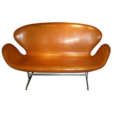 Swann Sofa by Arne Jacobsen